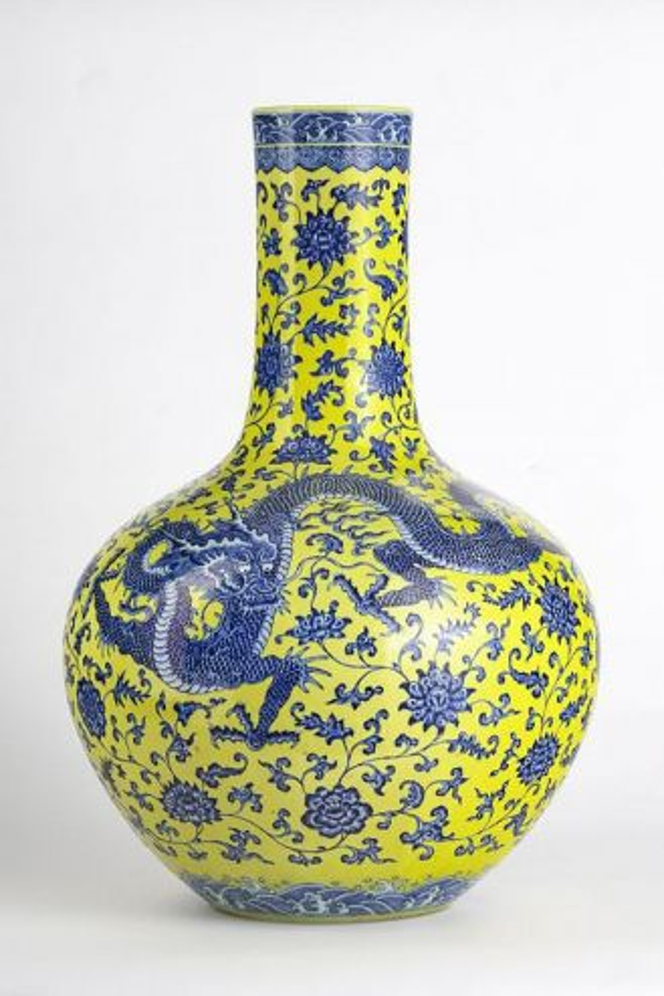 Bình hoa Trung Quốc được bán với mức kỷ lục 5 triệu franc Thụy Sỹ.