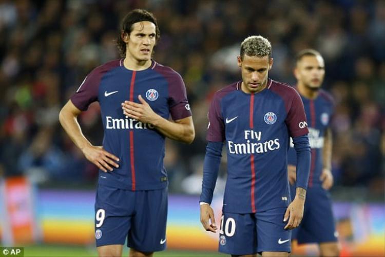 2 ngôi sao sáng nhất của PSG hiện 'bằng mặt nhưng không bằng lòng'.