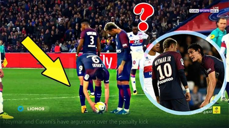 Neymar và Cavani tranh nhau đá phạt đền.