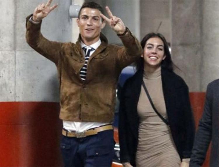 Ronaldo quyết định từ giã cuộc sống 'FA'.
