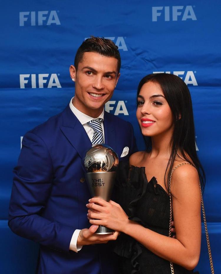Tin buồn cho các fan nữ: Cristiano Ronaldo đã ấn định ngày cưới!