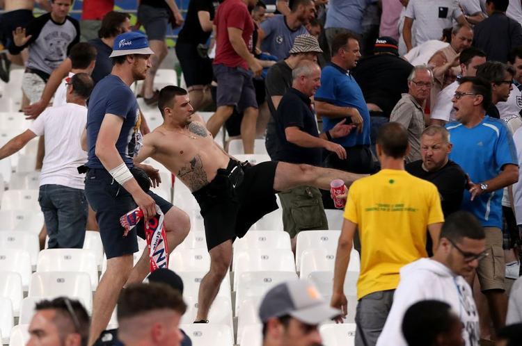 Hooligan Nga chờ làm thịt fan Man Utd