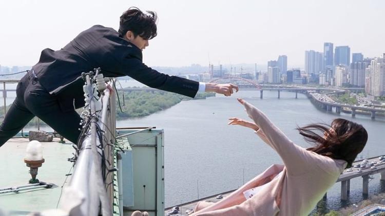 Khán giả đang hết sức tò mò về hình ảnh teaser mới nhất của bộ phim.
