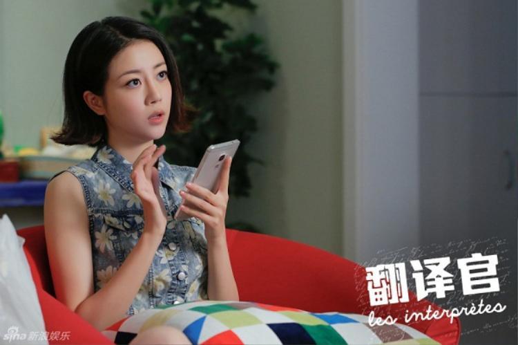 Lý Khê Nhuế thủ vai cô nàng cá tính Trương Gia Di trong Người Phiên Dịch