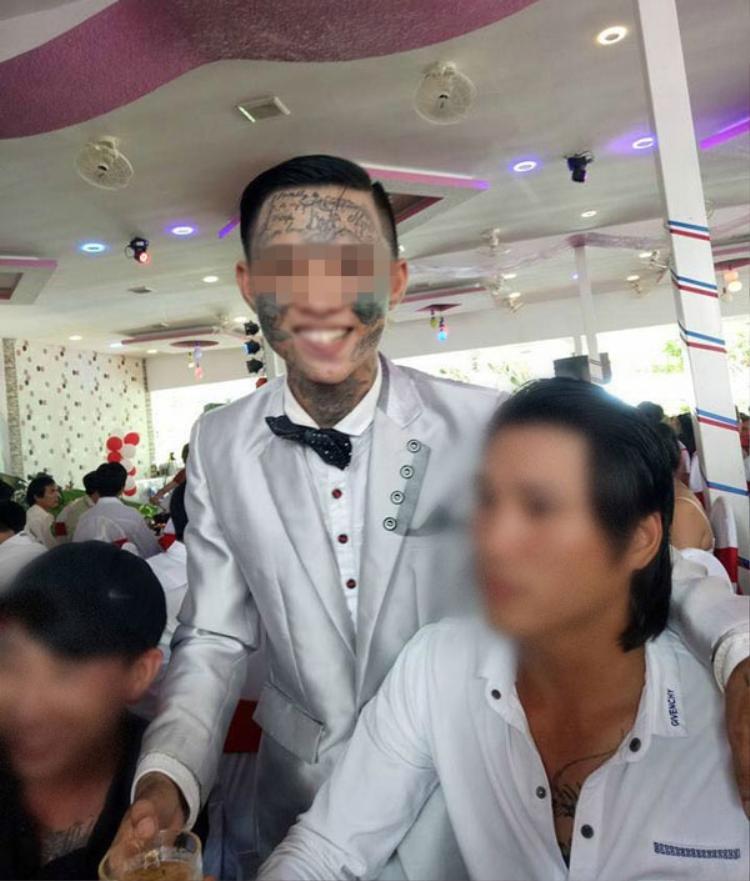 Nha Trang: Chú rể xuất hiện với hình xăm kín mặt trong đám cưới gây bão mạng xã hội