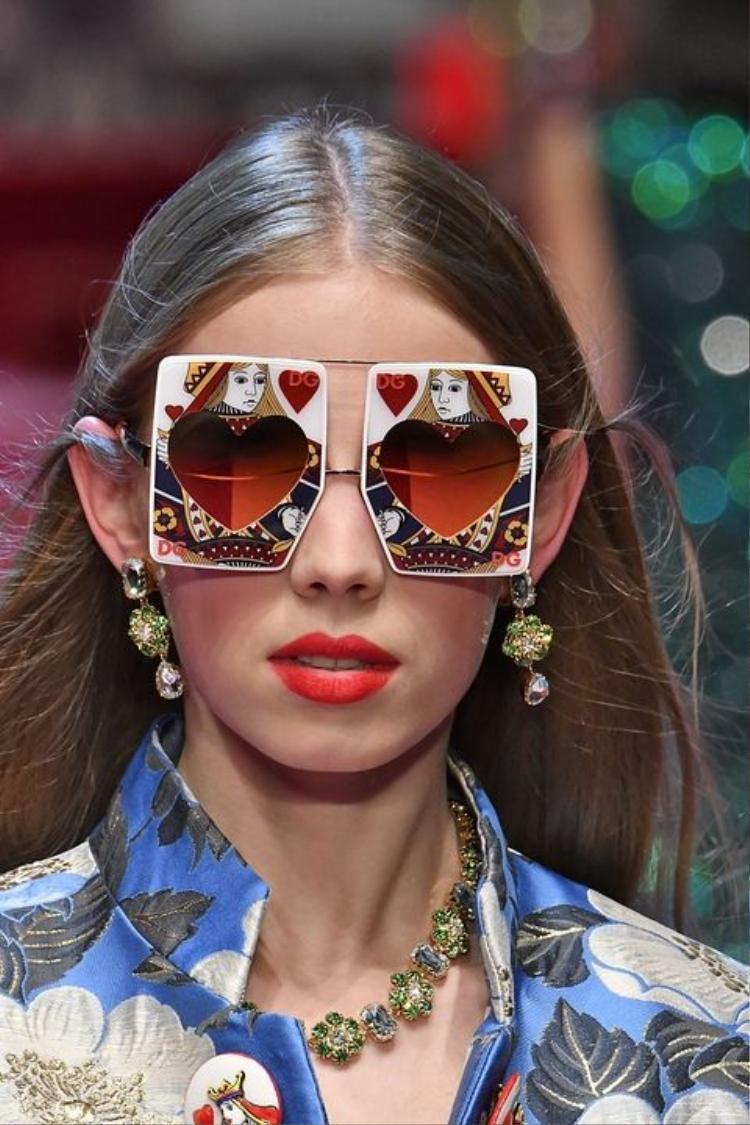 Điểm danh loạt phụ kiện hot nhất sàn diễn Milan fashion week Spring Summer 2018