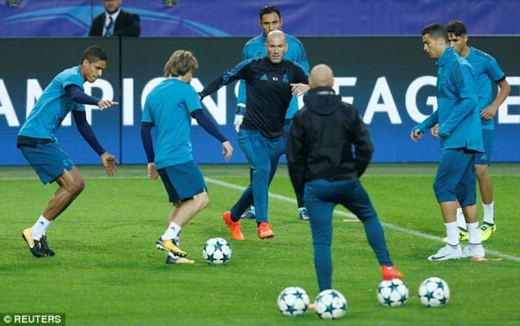 Thầy trò HLV Zidane đang tích cực tập luyện để chuẩn bị cho trận đấu tâm điểm ở bảng H với đội chủ nhà Dortmund vào đêm nay.