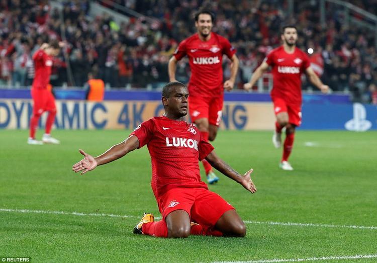 Fernando sút phạt đẹp mắt mở tỷ số cho đội chủ nhà.