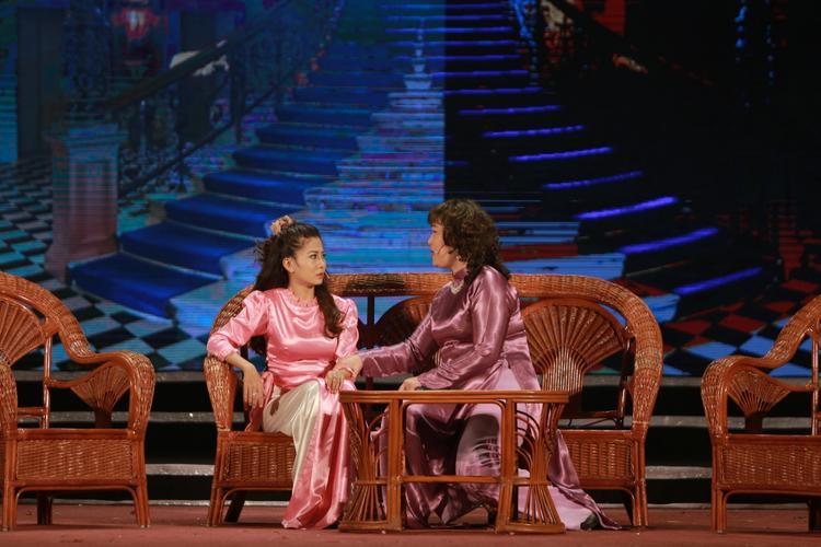 NSND Hồng Vân giới thiệu tiểu phẩm Kỹ nghệ lấy Tây.
