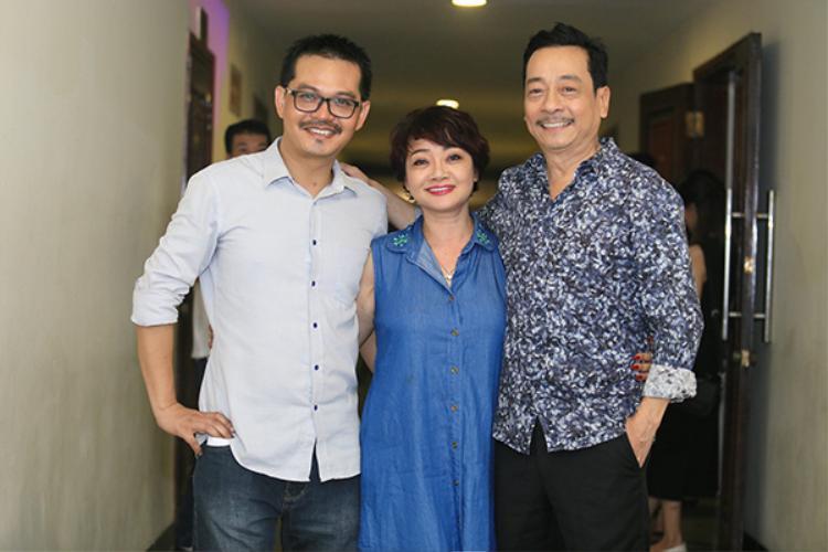 Nghệ sĩ Trà My chúc mừng hai NSND Trung Hiếu và NSND Hoàng Dũng.