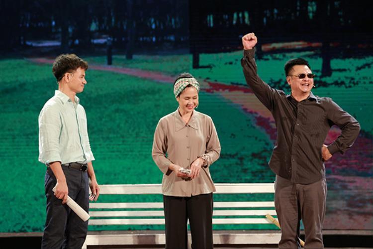 NSND Lan Hương, NSND Tự Long và NSƯT Xuân Bắc biểu diễn tiểu phẩm về đời nghệ sĩ.