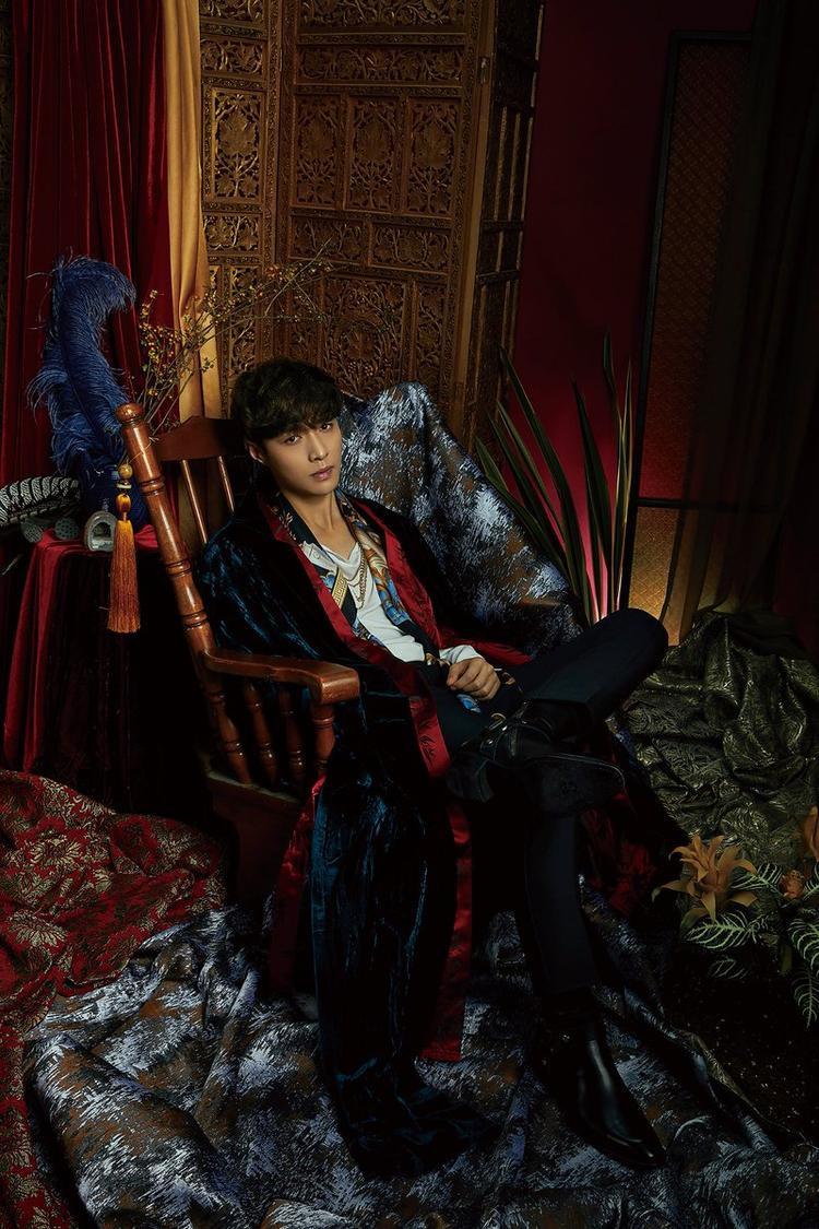 Không để fan kịp thở, Lay (EXO) tiếp tục tung teaser và hé lộ ngày ra album