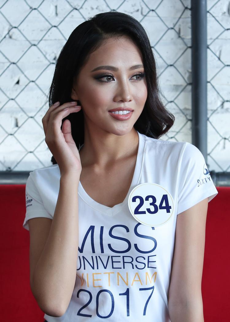Lần thứ hai tham gia Hoa hậu Hoàn vũ Việt Nam 2017, Trần Thị Thùy Trang đã chuẩn bị kỹ càng về ngoại hình lẫn kỹ năng, để không vuột mất vương miện lần nữa.