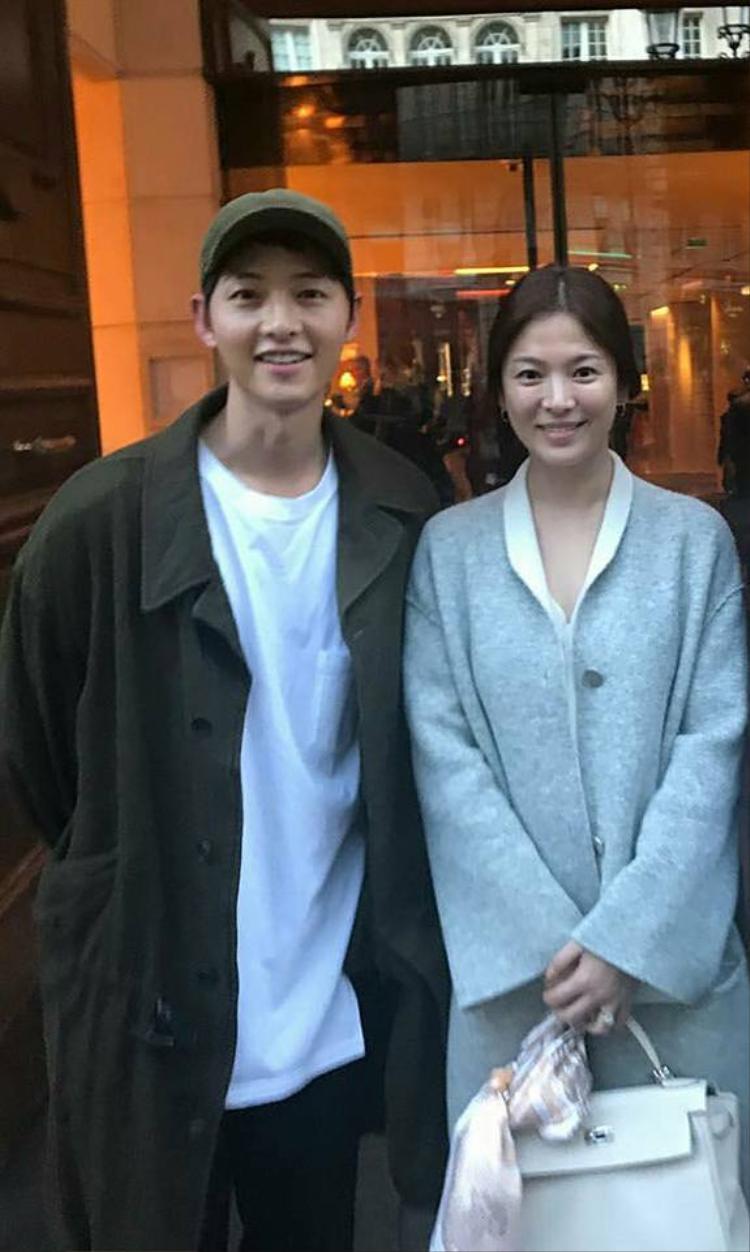 Song Joong Ki và Song Hye Kyo dưới ống kính của người hâm mộ.