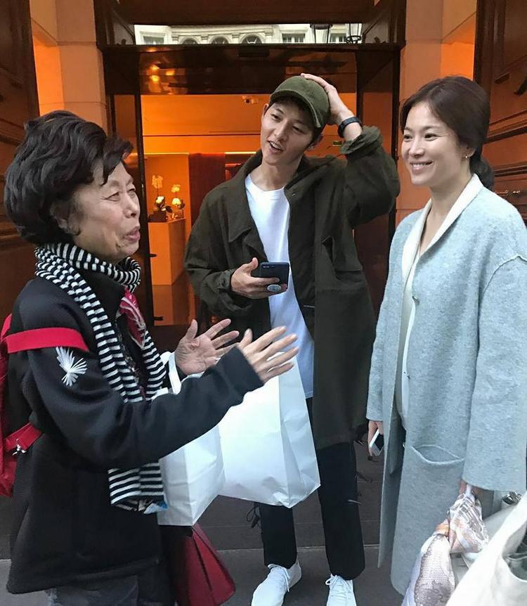Hình ảnh khiến người hâm mộ cho rằng Song Hye Kyo đang mang bầu.