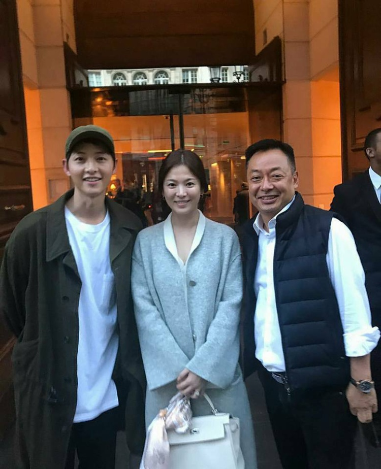 Song Hye Kyo để mặt mộc nhưng vẫn khá xinh với thần sắc tươi tắn.