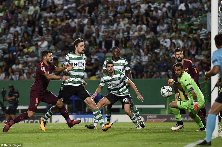 Messi tịt ngòi, Barcelona thắng rùa nhờ đối phương tự đốt lưới nhà