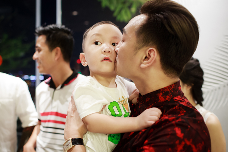 Thành Trung chơi khá thân với gia đình Tuấn Hưng. Trong bữa tiệc sinh nhật của Su Hào hay tiệc đầy tháng của bé Son, con gái thứ hai của Tuấn Hưng, anh thường đảm nhận vai trò dẫn chương trình.