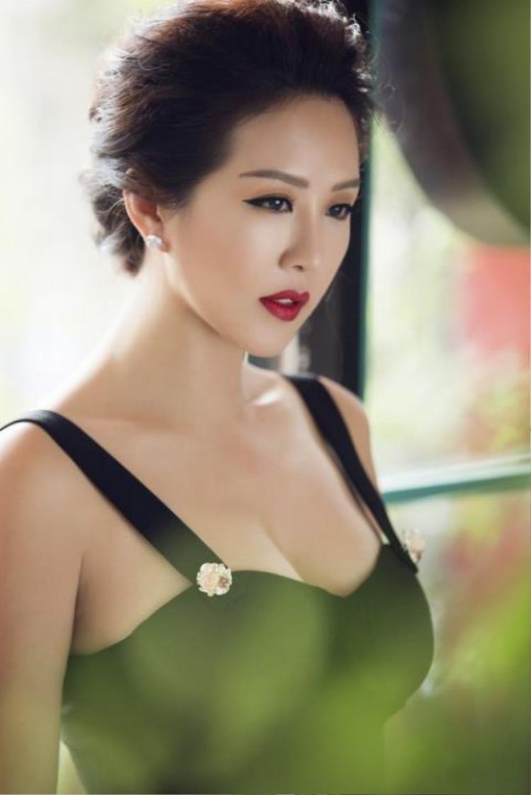 """Hoa hậu Thu Hoài - bạn thân Trấn Thành ngầm """"đá xéo"""" Đào Bá Lộc khiến nhiều người không khỏi xôn xao."""