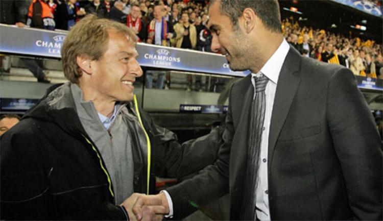 Klinsmann (trái) không rành chiến thuật, nhưng Ancelotti khác hẳn.
