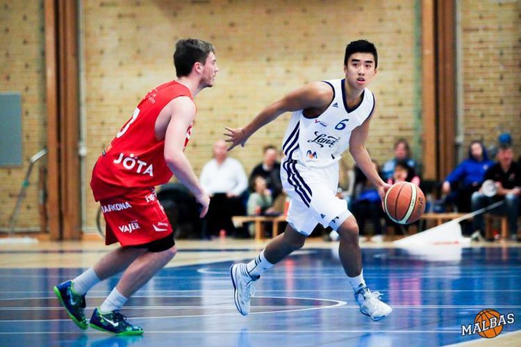 Stefan Tú hay còn được biết nhiều đến với cái tên tiếng Việt là Nguyễn Tuấn Tú. Anh là cầu thủ bóng rổ đang thi đấu cho Đà Nẵng Dragons.
