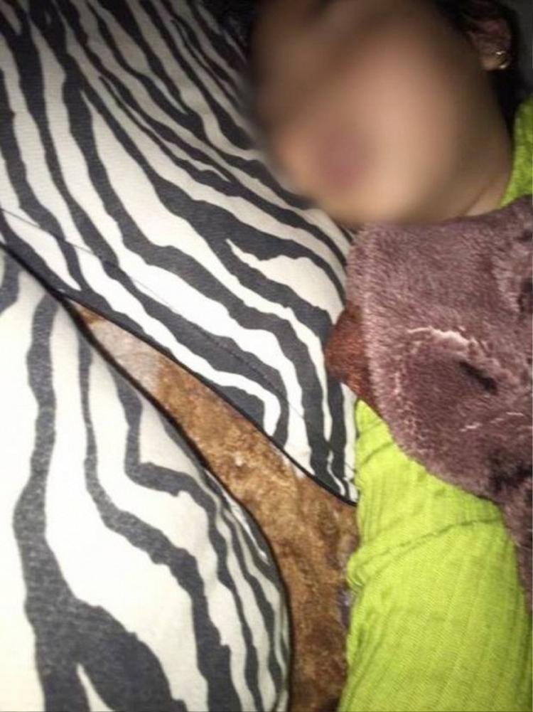 Bé gái T.Y.N. thường hay mê sảng, hoảng loạn và bật khóc khi ngủ.