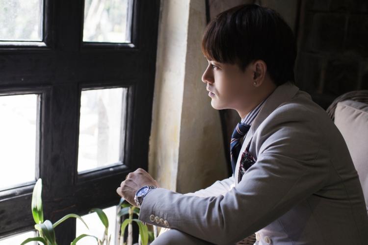 Ưng Đại Vệ bật mí đã quay xong MV tại HongKong, chuẩn bị tung loạt bài mới