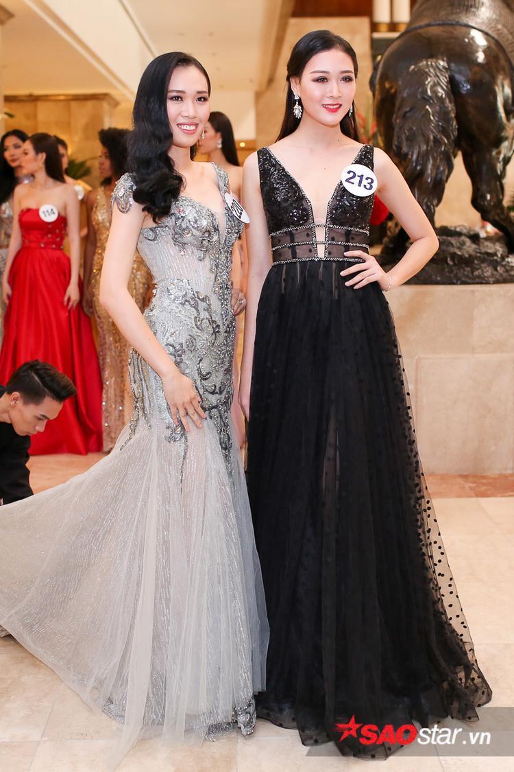 Các thí sinh đều chọn cho mình những bộ trang phục lộng lẫy, khoe đường cong quyến rũ.