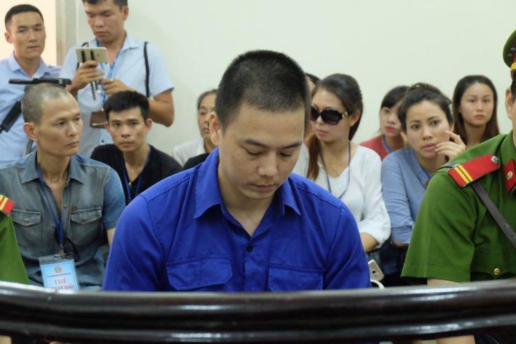 Bị cáo Cao Mạnh Hùng phải đứng trước vành móng ngựa vì tội dâm ô trẻ em
