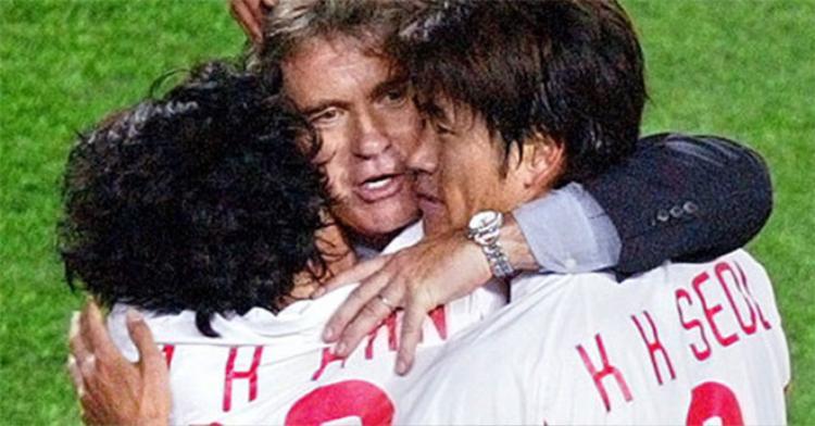 Guus Hiddink đưa Hàn Quốc vào bán kết World Cup 2002.