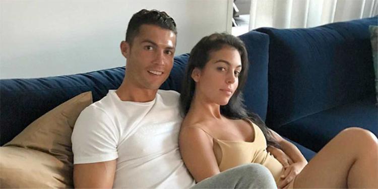 Cristiano Ronaldo biết chuyện chăn gối khi còn niên thiếu.