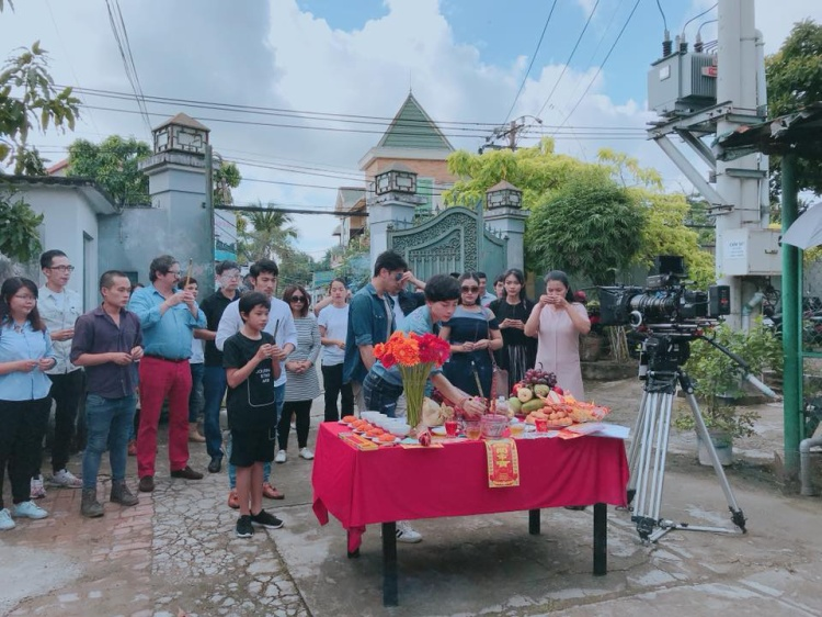 Isaac cúng khai may cho phim điện ảnh mới: Song Lang. (Hình ảnh: Samantha)