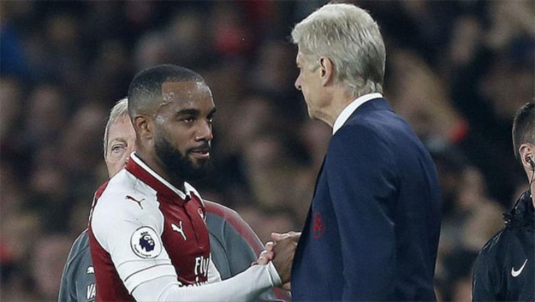 Arsene Wenger kỳ vọng Alexandre Lacazette tiếp tục ghi bàn để ông qua mặt Sir Alex về số đội Premier League bị khuất phục.