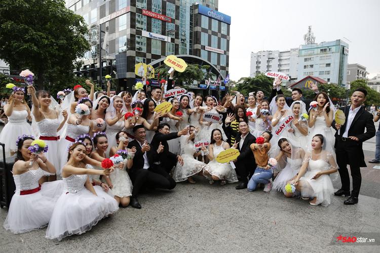Các vũ công tham gia tiết mục nhảy Flashmob.