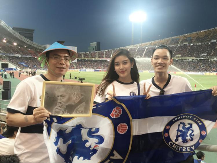 Á hậu Huyền My dự khán trận đấu của CLB Chelsea tại Thái Lan.