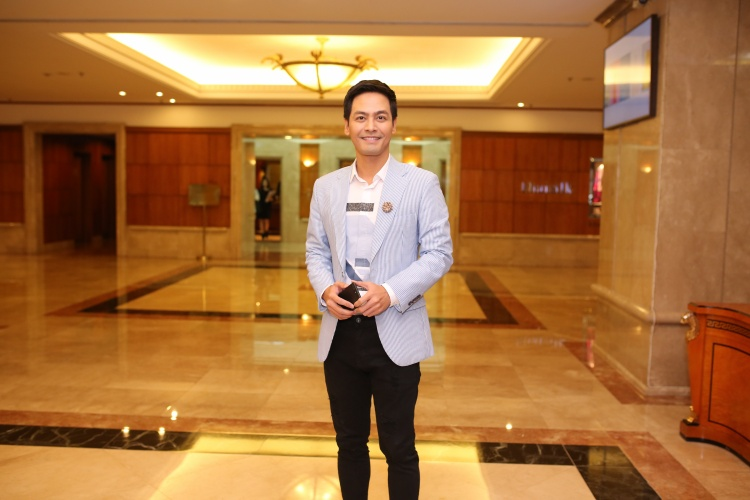 Giám khảo Phan Anh xuất hiện điển trai tại buổi họp báo công bố top 70 vòng bán kết Hoa hậu hoàn vũ Việt Nam 2017.