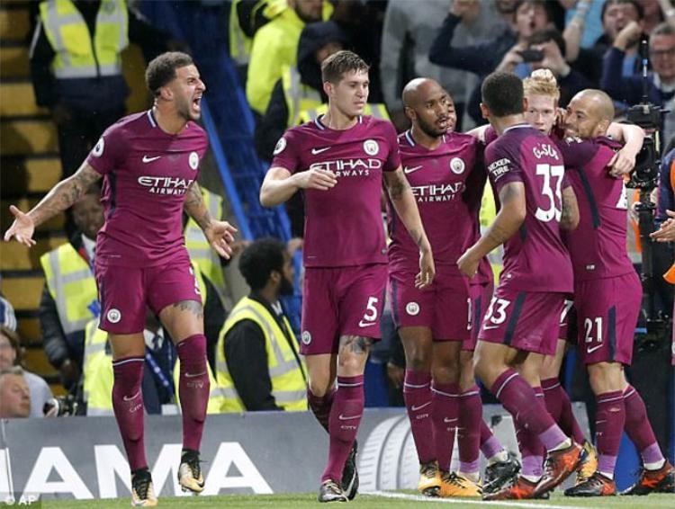 Tăng cường lực lượng tới 200 triệu bảng giúp Man City càng mạnh hơn.