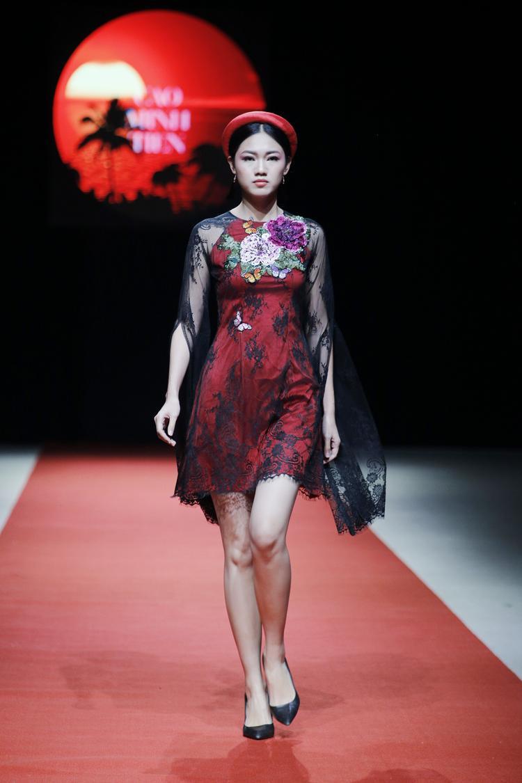 Thanh Tú trong trang phục truyền thống kết hợp hiện đại, tự tin trình diễn trên sân khấu. Kể từ khi đạt danh hiệu Á hậu Việt Nam 2016, người đẹp đắt show sự kiện, cũng như chụp ảnh thời trang. Tuy vậy, cô vẫn dành thời gian theo đuổi việc học.