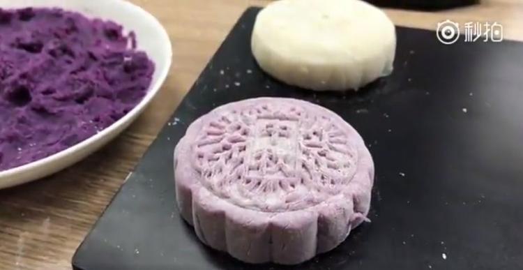Hóa ra bánh Trung thu cũng không khó làm như bạn tưởng tượng đâu.