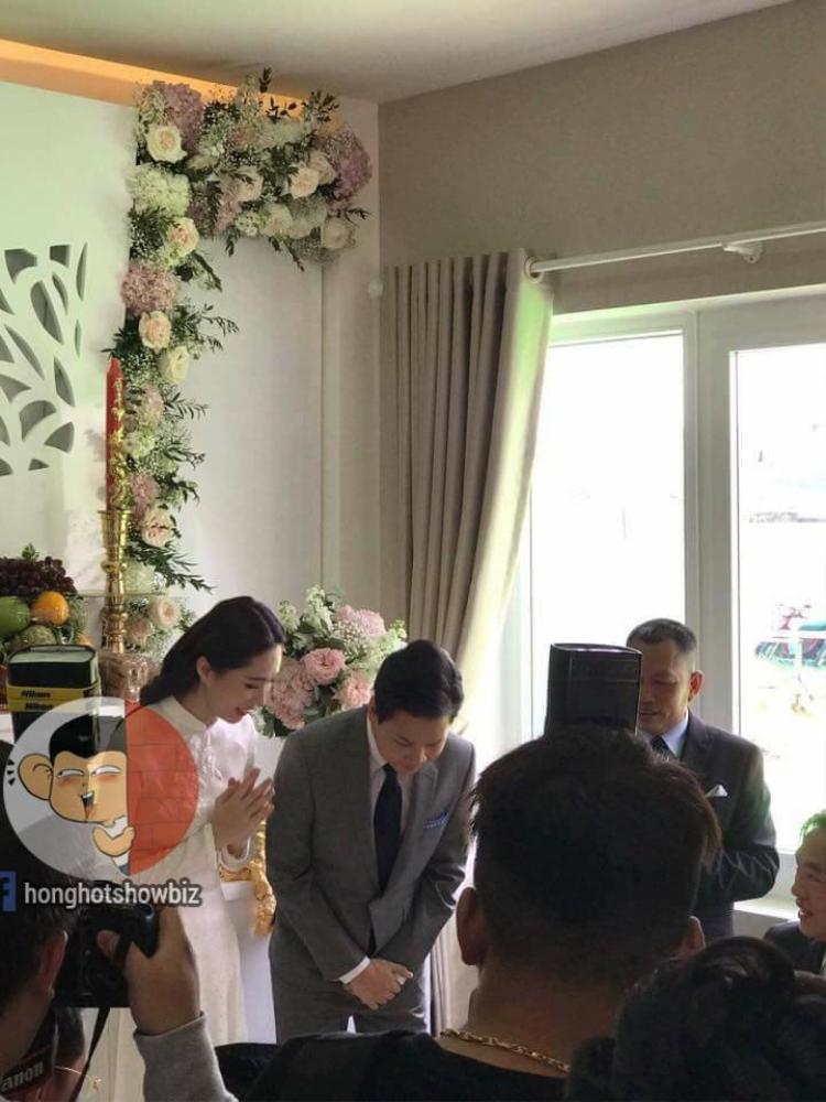 Đặng Thu Thảo cùng ông xã Trung Tín ra mắt hai bên gia đình.