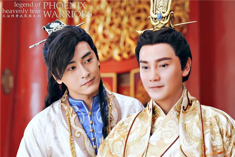 Trịnh Nguyên Sướng (trái) với bạn diễn Đinh Tử Tuấn
