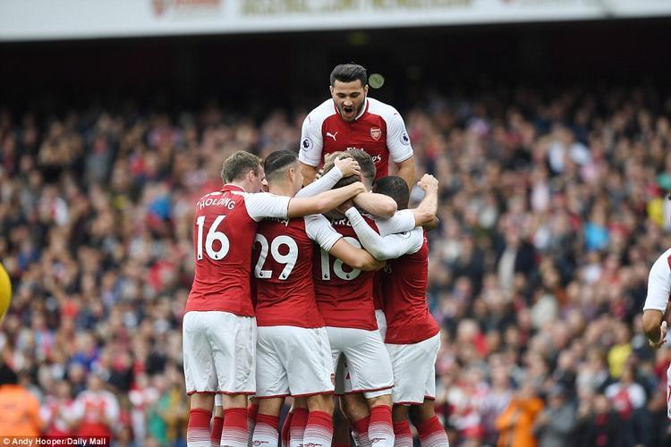 Arsenal trở lại top 5 sau chiến thắng nhẹ nhàng trước Brighton