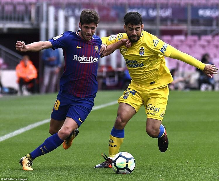 Dù có nhiều sự thay đổi trong đội hình xuất phát khi Aleix Vidal, Denis Suarez hay tân binh Paulinho được cho ra sân ngay từ đầu nhưng Barca vẫn làm chủ cuộc chơi. Đội bóng xứ Catalan tạo ra nhiều cơ hội ngon ăn về phía đối thủ.