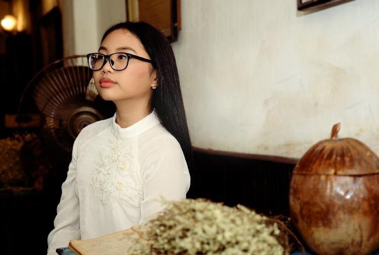 """Khi Mỹ Chi muốn có sự góp mặt của """"cha nuôi"""" ca sĩ Quang Lê, anh hơi bất ngờ nhưng không chần chừ mà đồng ý ngay."""
