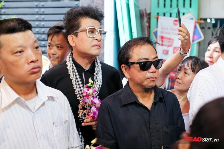 MC Thanh Bạch, Hồng Tơ cũng có mặt từ sớm để đưa tiễn người đồng nghiệp thân thiết.