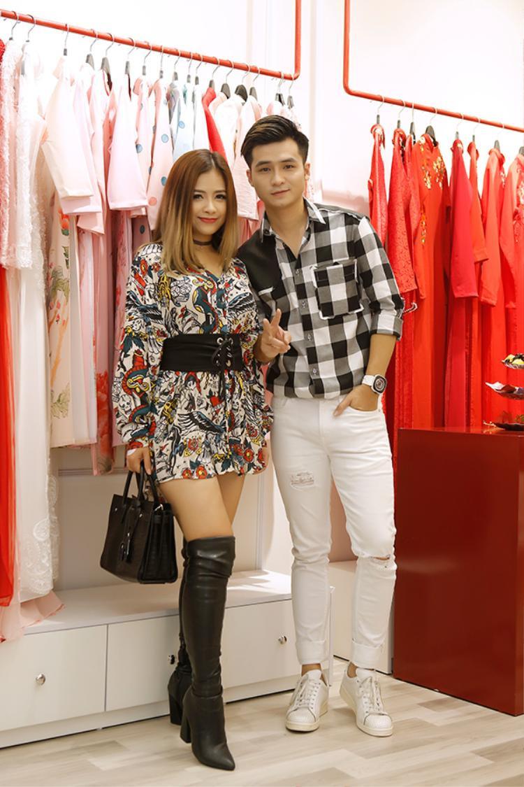 Cặp đôi Dương Hoàng Yến - Hà Anh tay trong tay bên nhau dù đã tuyên bố chia tay.
