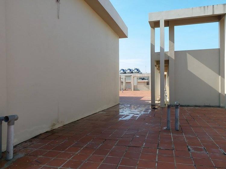 Theo BQL tòa nhà, lối lên tầng thượng luôn mở để tạo nơi thoát hiểm cho cư dân nếu không may xảy ra hỏa hoạn.
