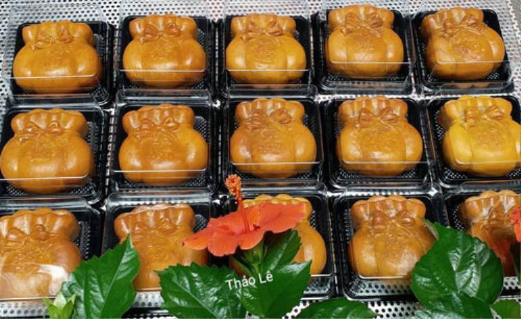 Bánh trung thu hình túi vàng tượng trưng cho sự đầy đủ, sung túc.