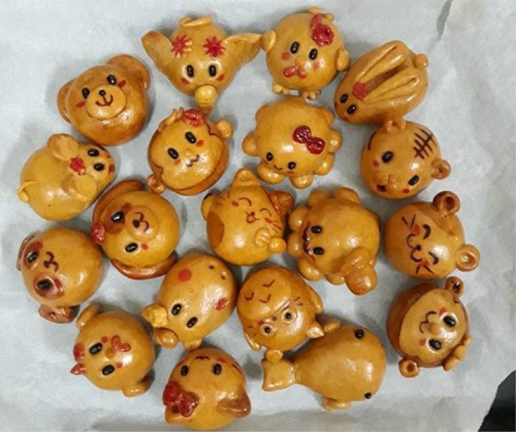 Những chiếc bánh ngộ nghĩnh đáng yêu này được làm hoàn toàn thủ công (hay còn được gọi là handmade).