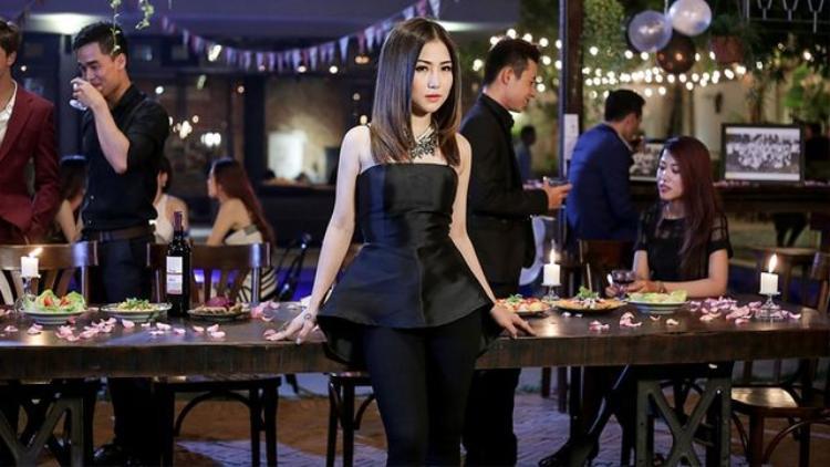 Hương Tràm mang câu chuyện về người thứ 3 vào MV của mình.